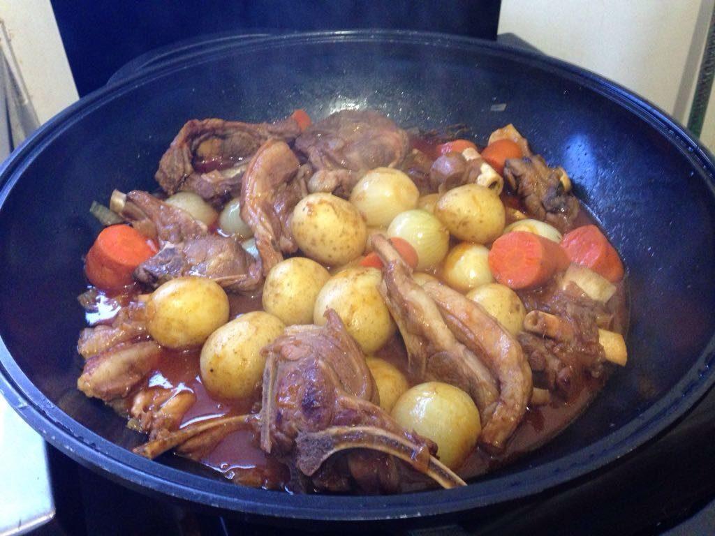 Indoor potjiekos in a wok
